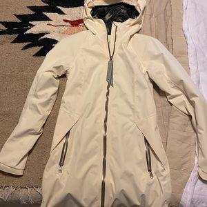 Lululemon rain jacket ☔️